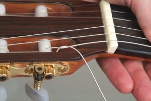 Trocar cordas de violão 10