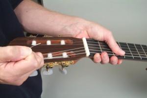 Trocar cordas de violão 11