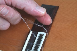 Trocar cordas de violão 16