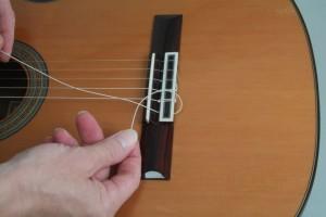 Trocar cordas de violão 2