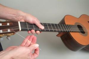 Trocar cordas de violão 7