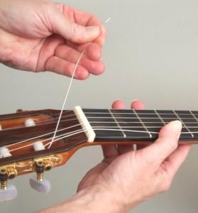 Trocar cordas de violão 8