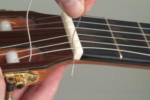 Trocar cordas de violão 9