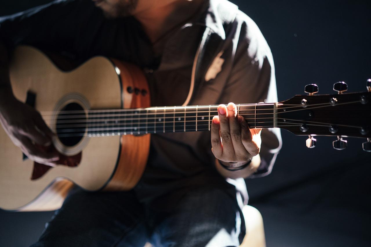 10 dicas de como tocar violão ao vivo